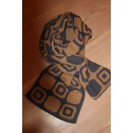 Dobbelt strikket halstørklæde